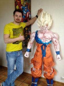 Goku tamaño real de papercraft