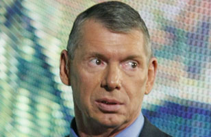 Vince MCMahon se accidenta en vivo